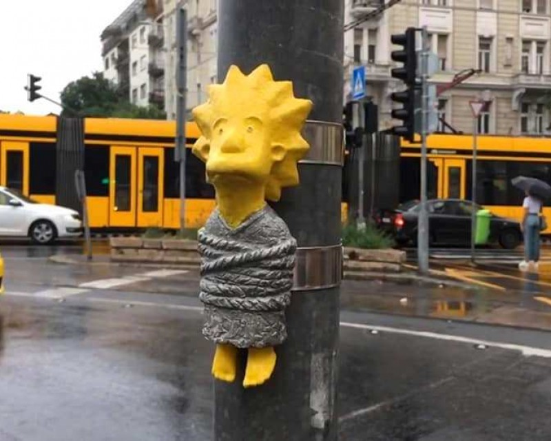 Lisa Simpson in some Budapest trouble