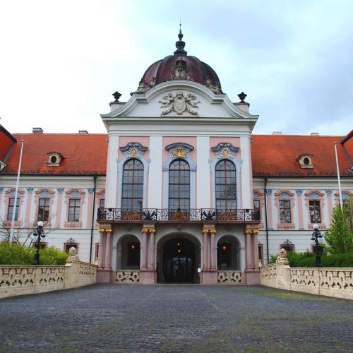 Budapest Wonderguides - Gödöllő Sisi Palace & Horse Show